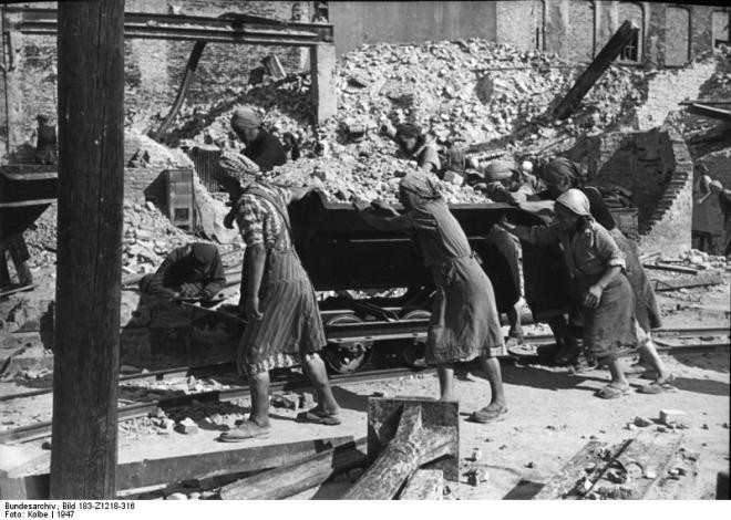 ADN-ZB/Kolbe/Berlin 1947: Beseitigung der Kriegsschäden in der Behrenstraße.